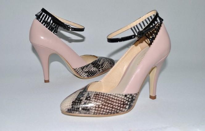 السعر فقط 380 ريال للأحذية valentino 3206.imgcache.jpg