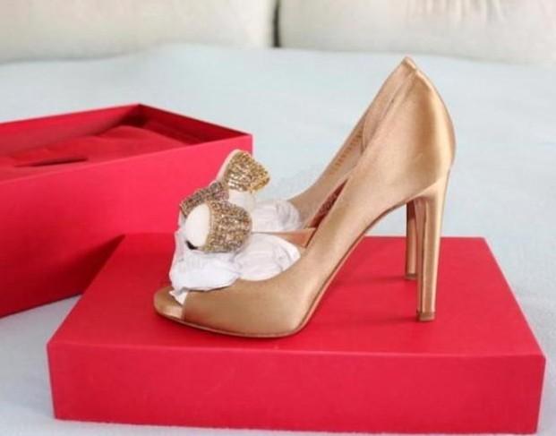 السعر فقط 380 ريال للأحذية valentino 3213.imgcache.jpg