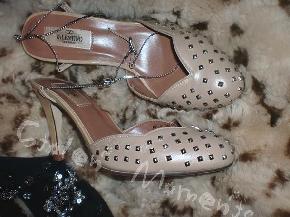 السعر فقط 380 ريال للأحذية valentino 3262.imgcache.jpg