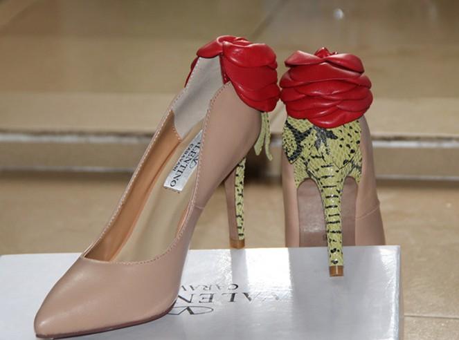 السعر فقط 380 ريال للأحذية valentino 3451.imgcache.jpg