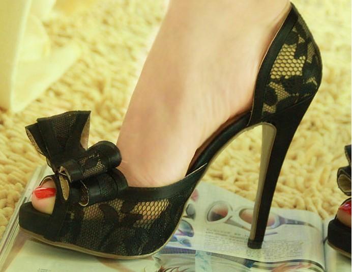 السعر فقط 380 ريال للأحذية valentino 3458.imgcache.jpg