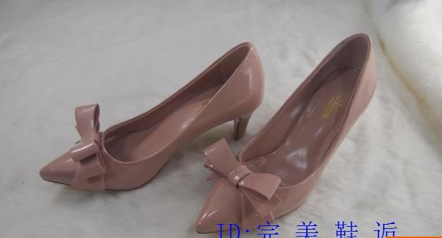 السعر فقط 380 ريال للأحذية valentino 3511.imgcache.jpg