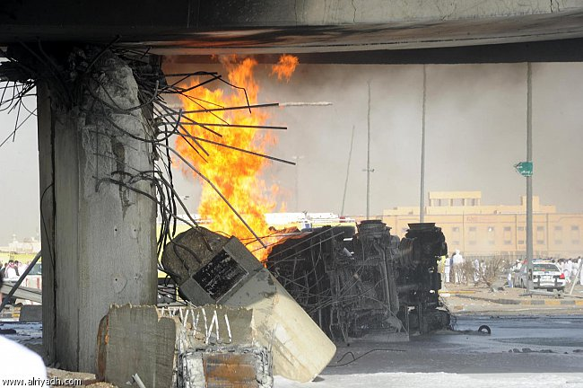 صور انفجار الرياض، تفجر سيارة الغاز 4329.imgcache.jpg