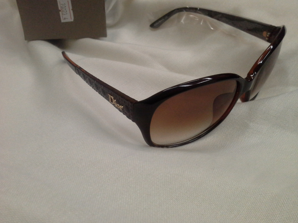 شنط ونظارات تقليد درجة أولى وبأسعار مغرية حيااااكم 5811.imgcache.jpeg