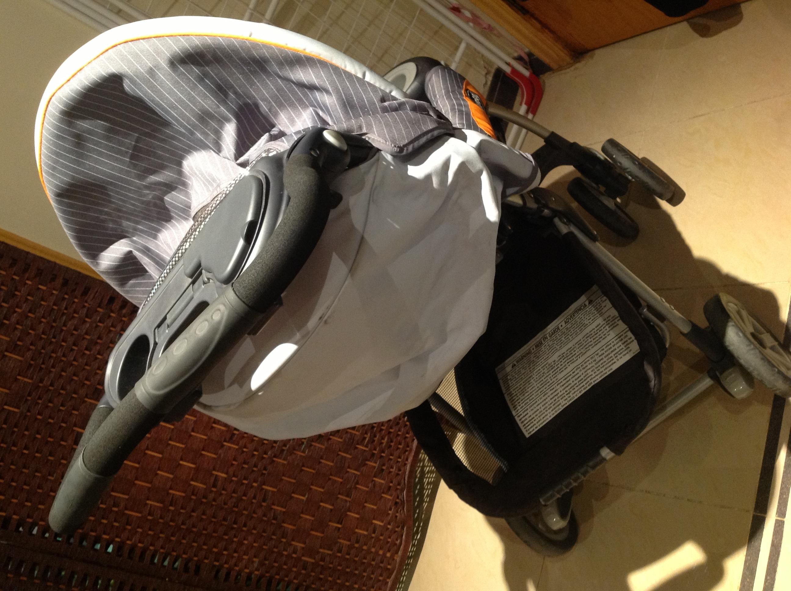 للبيع عربية و كرسي سياره طقم ماركة شيكو اخت الجديده 1504_21367793495.jpg